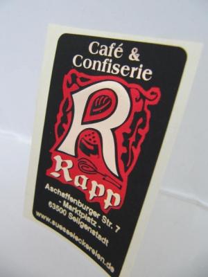Etiketten mit Logo im Prägedruck