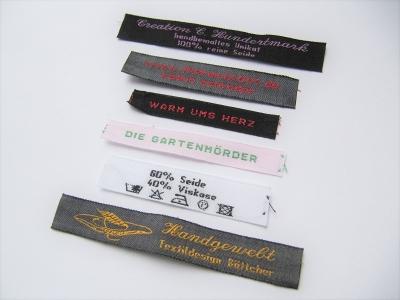 Bestickte Textiletiketten 10 mm hoch / 1 zeilig